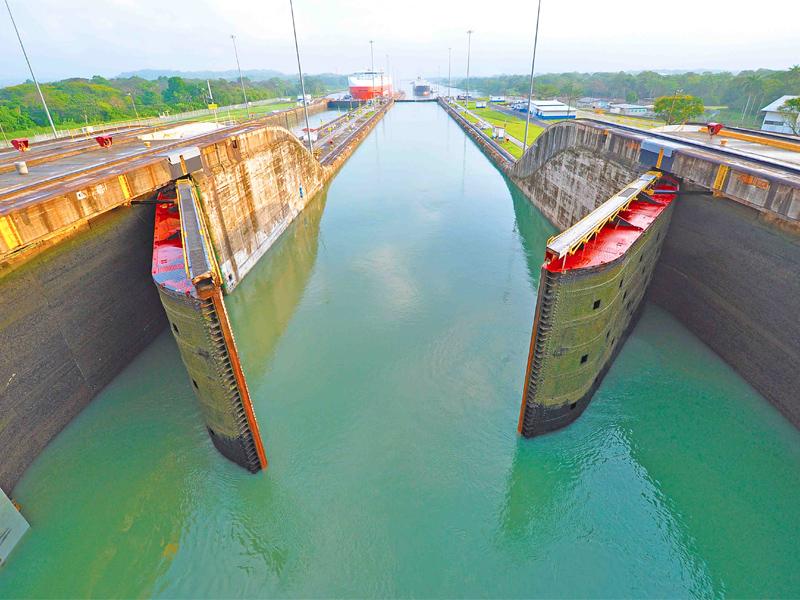 Canal de Panamá. Panama canal. Asistencia médica para turistas y viajeros en Latinoamérica. Medical assistance for tourists and travelers in Latin America.