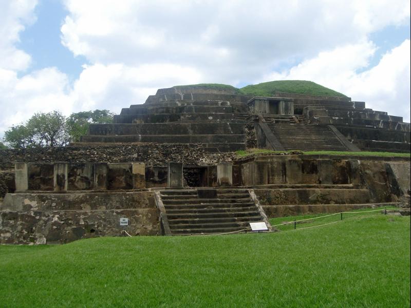 Tazumal, El Salvador. Pirámides Mayas. Mayan pyramids. Asistencia médica para turistas y viajeros en Latinoamérica. Medical assistance for tourists and travelers in Latin America.