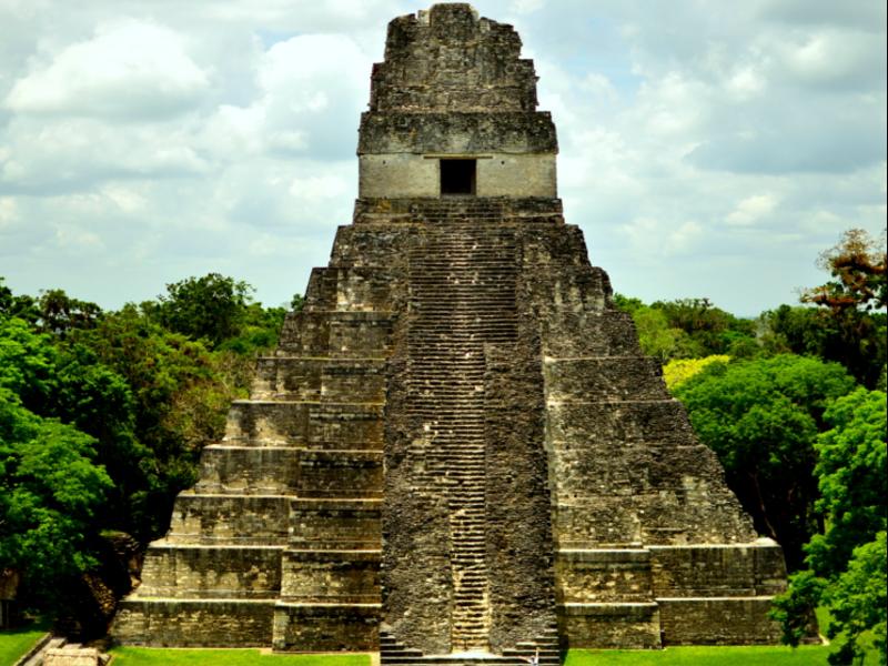 Tikal, Guatemala. Pirámides Mayas. Mayan pyramids. Asistencia médica para turistas y viajeros en Latinoamérica. Medical assistance for tourists and travelers in Latin America.